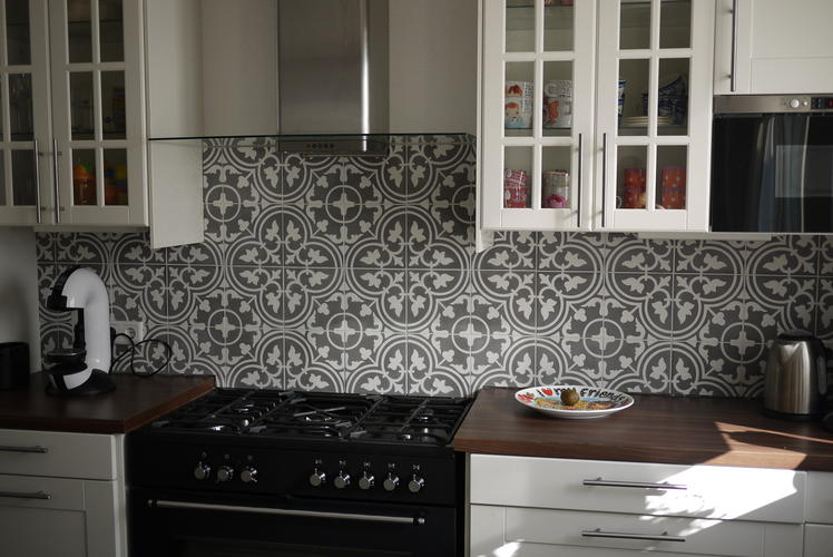 Keuken Tegels Portugese : Portugese tegels zetten achterwand keuken werkspot