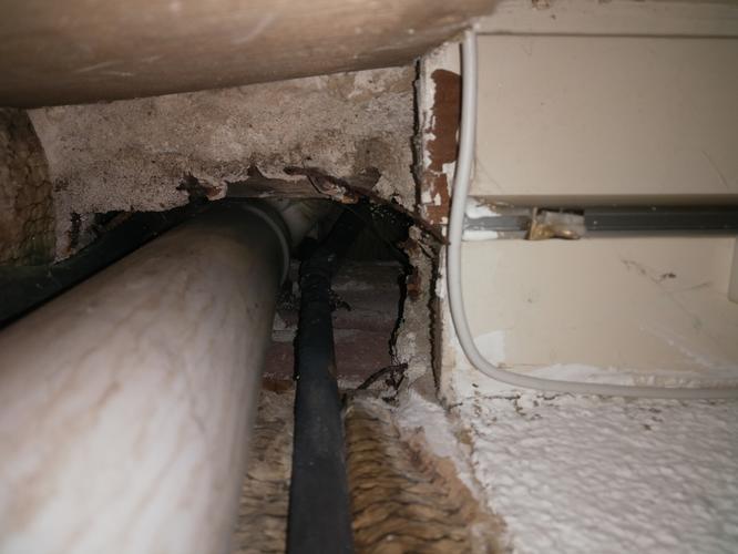 Afvoer Douche Ontluchting : Afvoer badkamer repareren werkspot