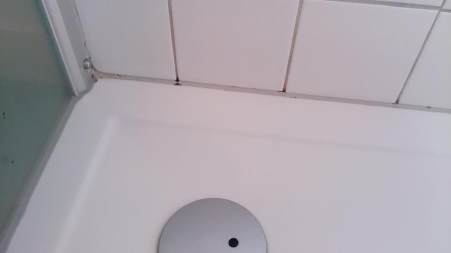 Zeer Spoelknop inbouwtoilet vervangen, douchebak opnieuw kitten & kraan PY94