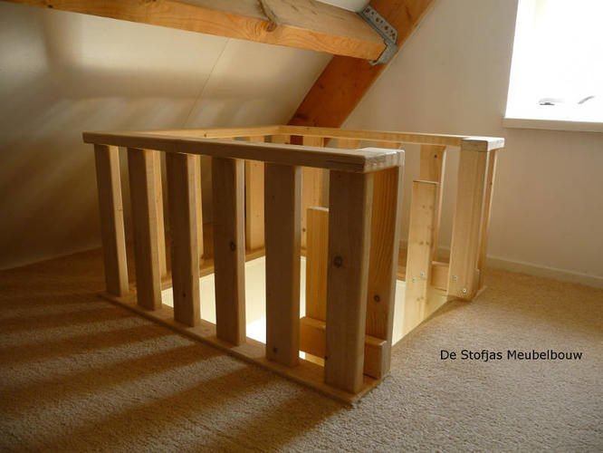 Rechte trap naar boven soort ladder maken werkspot for Vlizotrap monteren