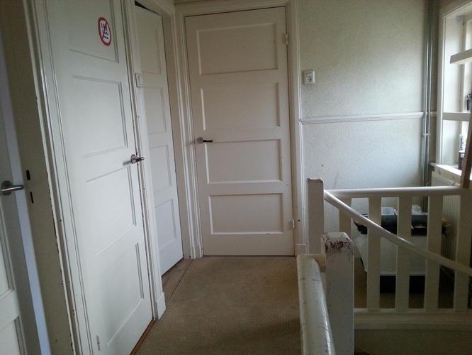 Schilderen gang trap en overloop jaren 30 woning werkspot - Gang met trap ...