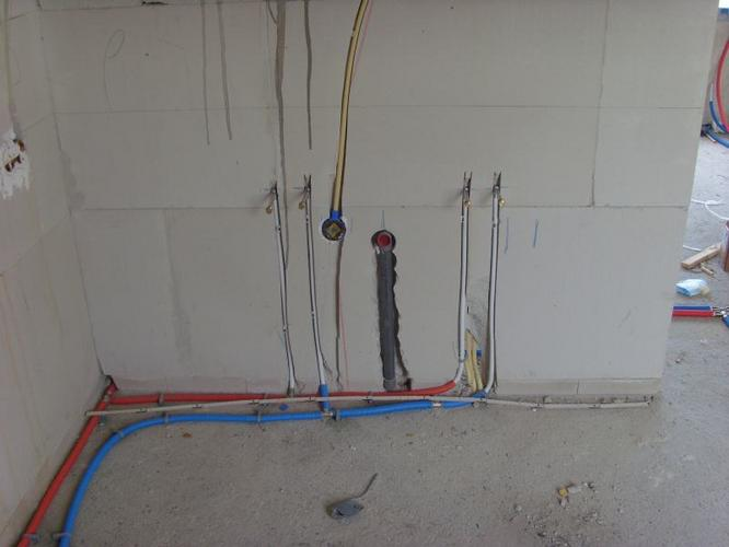 Plaatsen twee badkamers toilet in nieuwbouwhuis werkspot for Wastafel aansluiten