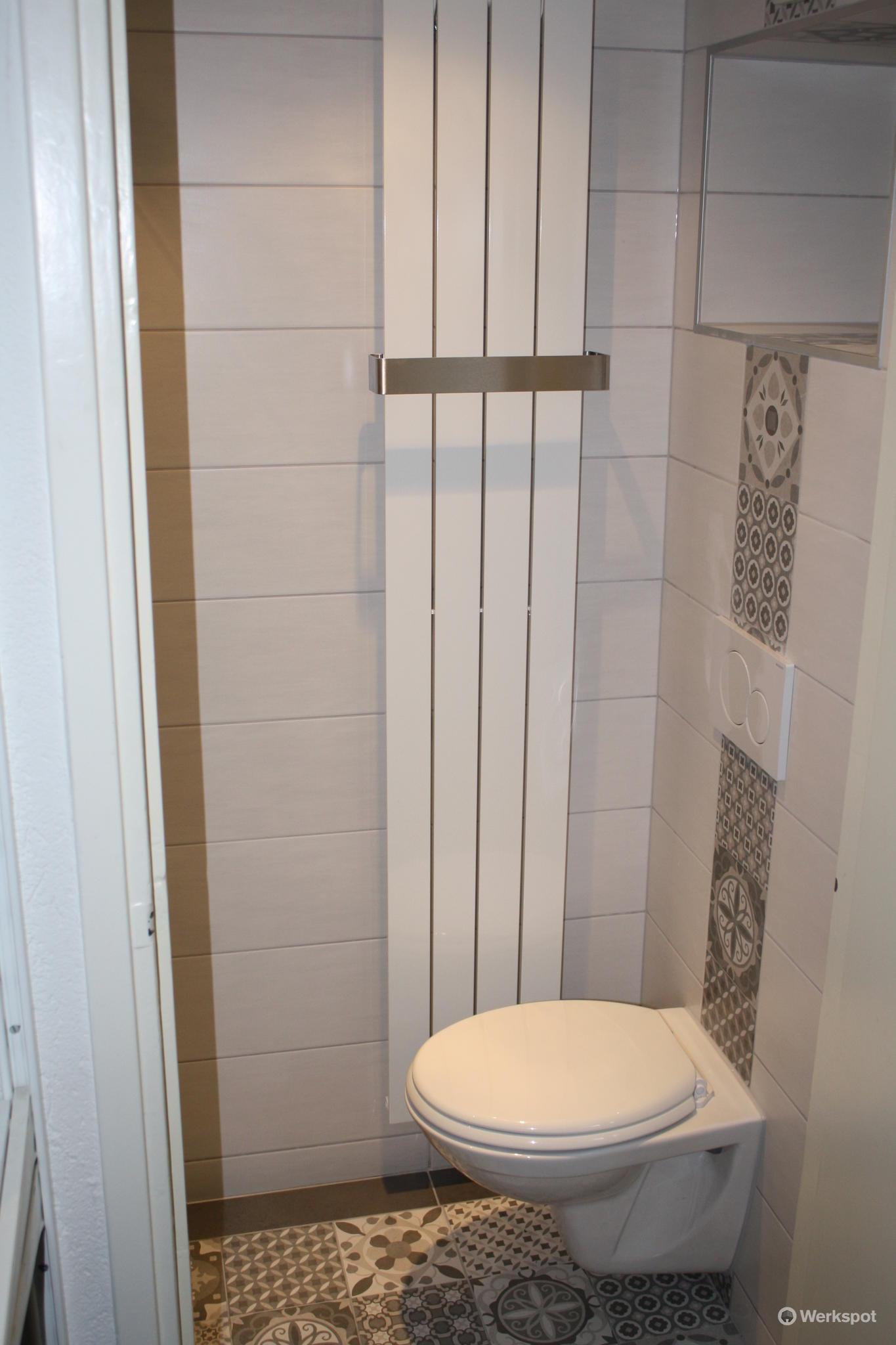 Verbouwing kleine badkamer (douche & toilet) 2,40 x 0,80 meter ...