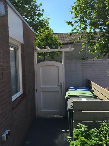 Leveren en plaatsen houten tuinpoort incl kozijn werkspot for Vaste zoldertrap incl plaatsen en inmeten