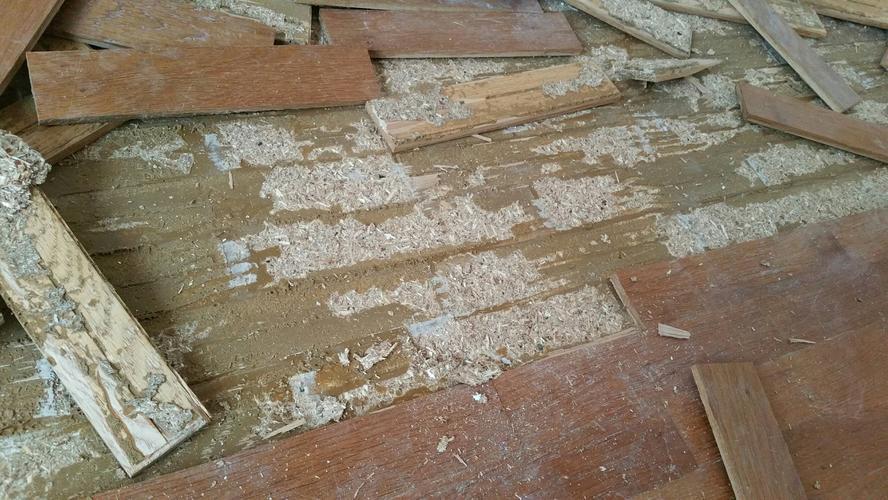 Gelijmde dubbele houten vloer verwijderen meter ongeveer