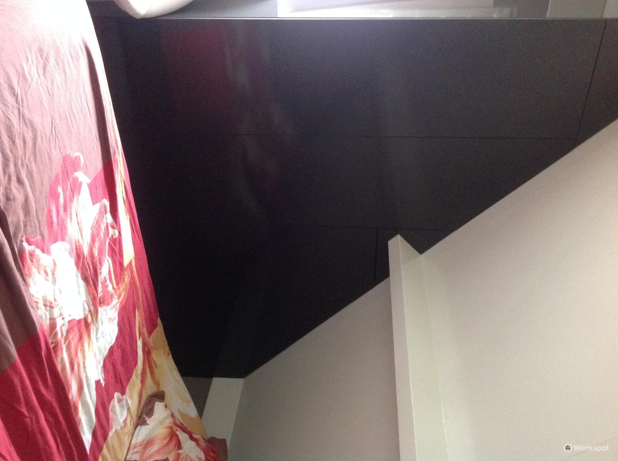 slaapkamerkast in hoek op maat maken onder schuin dak aan