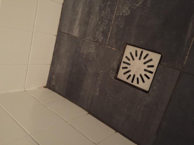 Cement Voegen Badkamer : Voegen metselwerk vloer douche en kit vervangen werkspot