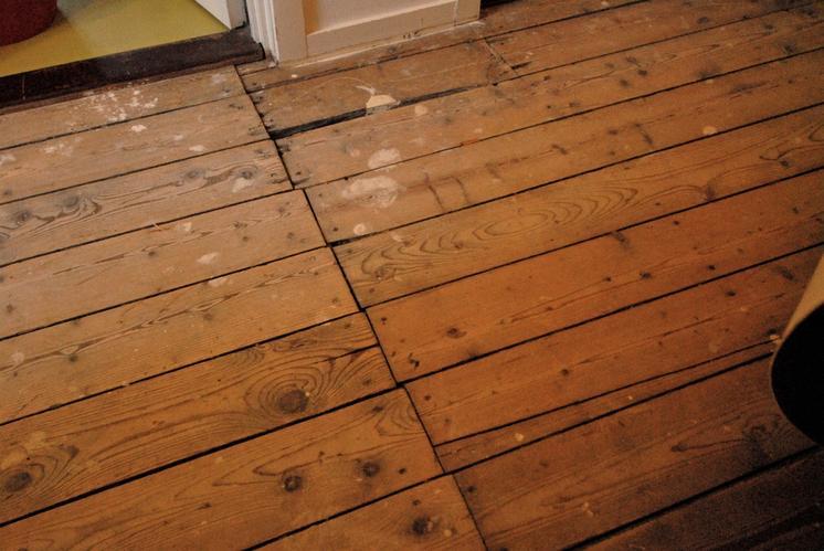 Oude Grenen Vloer : Grenen vloer leggen na egaliseren werkspot