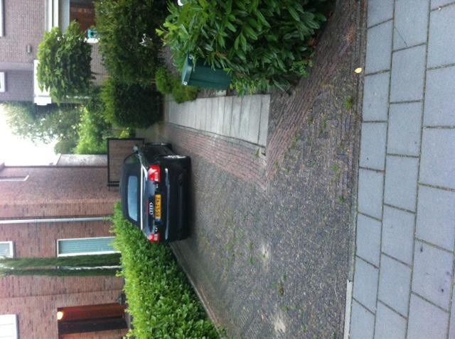 130 m2 bestrating oprit grind naast huis en terrassen achter werkspot - Doen redelijk oprit grind ...