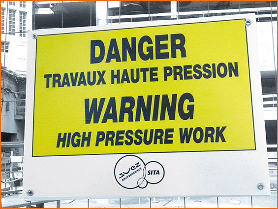 marquage sur panneaux danger travaux