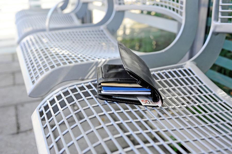 Co zrobić, gdy zgubimy kartę płatniczą? 828 828 828