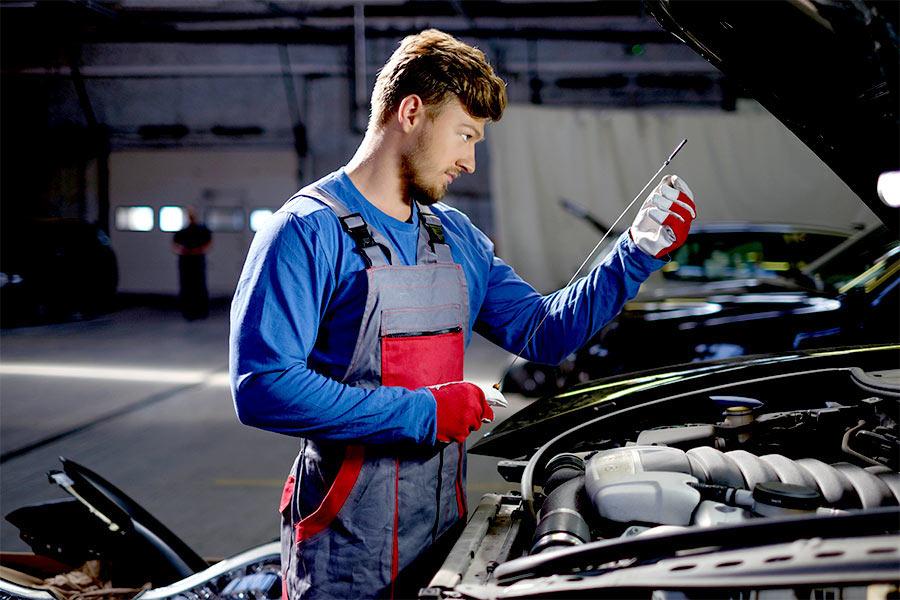 Czy oszczędzać na kupnie oleju silnikowego?