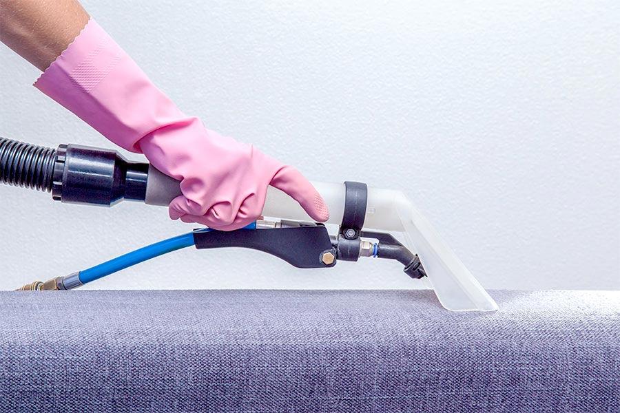 Jak czyścić tapicerkę meblową i ile to kosztuje?