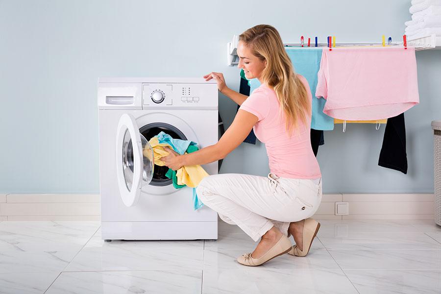 Jak tanio prać ubrania?