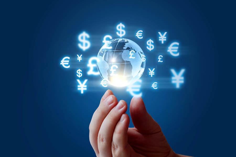 Wymiana walut – stacjonarnie czy on-line?