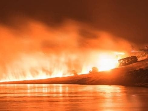 Aussie town 'wiped out' by bushfire