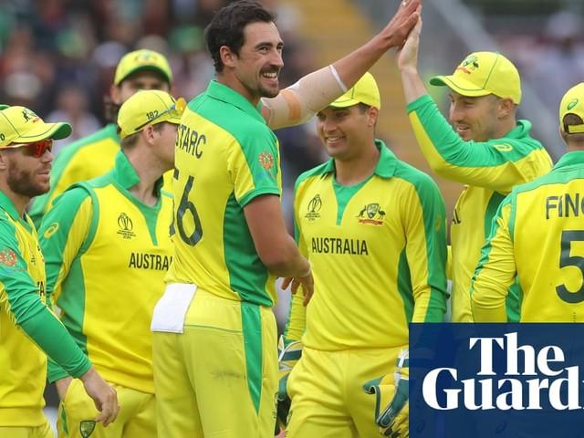 Mitchell Starc sinks Pakistan's pursuit of Australia after David Warner century