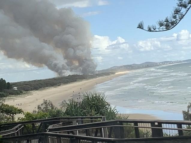 Peregian Beach bushfire threat downgraded as firefighters contain blaze