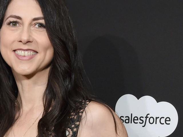 Philanthropist MacKenzie Scott, ex-wife of Jeff Bezos, marries science teacher - CNET