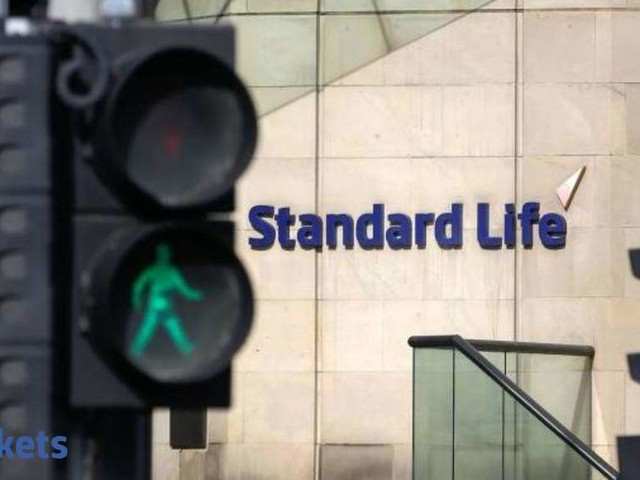 Standard Life Aberdeen sells 1.37% stake in HDFC Life for Rs 1,703 cr