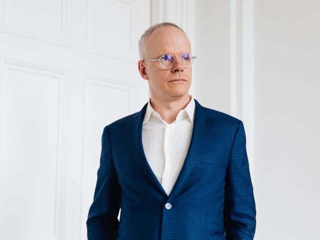 MTalks: Hans Ulrich Obrist In Conversation With Victoria Lynn