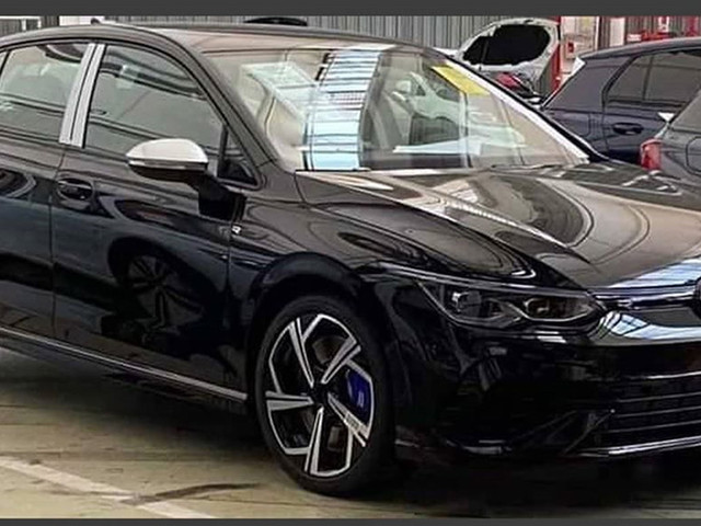 2021 VW Golf R Caught Undisguised, Hot Hatch Could Have Around 328 HP