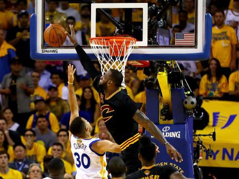 Live: Cavs, Warriors trade late blows in epic