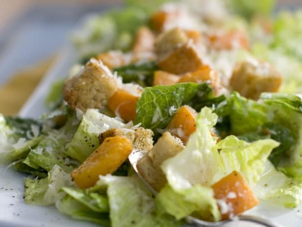 Mass E. coli outbreak across America linked to romaine lettuce