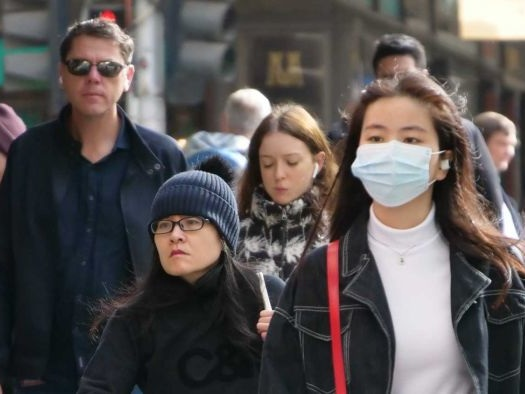 Should people in Victoria's outbreak zones be wearing masks?