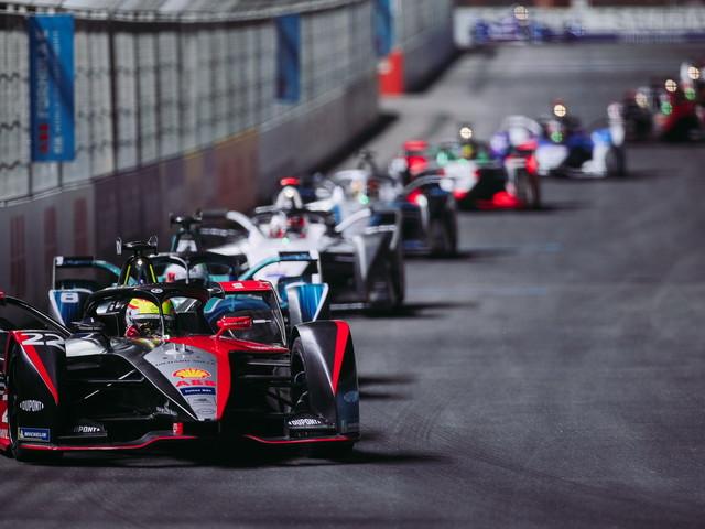Major Crashes Feature At Saudi Arabian Formula E Opener