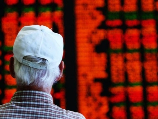 Banks start strong, but ASX slips at the open