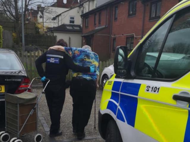 Aldershot police help vulnerable elderly man forced to leave self isolation to buy food