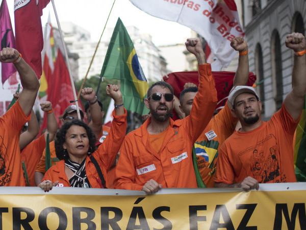 Brazilian oil workers in massive strike over Petrobras