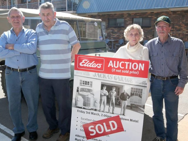 First Landrover sold in Griffith returns for unexpected reunion