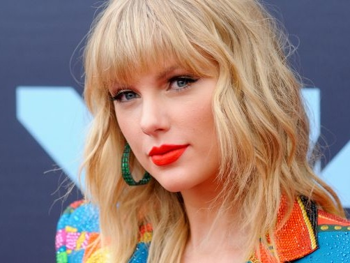 Taylor Swift Accuses Scooter Braun And Scott Borchetta Of Not Letting Her Perform Her Old Songs