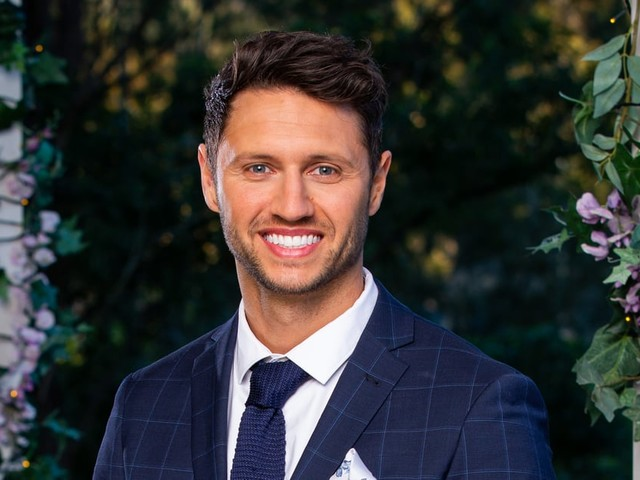 Damien From The Bachelorette Swears He's Not Friends With That Many Other Reality TV Stars