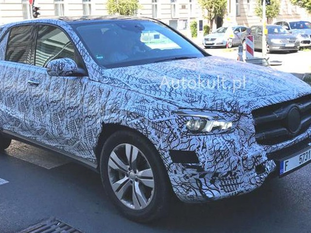 2019 Mercedes-Benz GLE Takes To The Streets, Refuses To Shed Its Camo