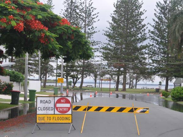 Brisbane warned to brace for flooding as king tide hits