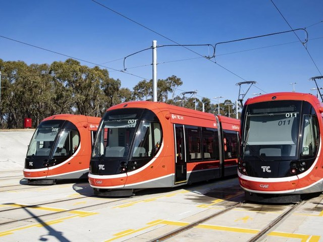 Seselja and Gallagher clash over light rail stage two