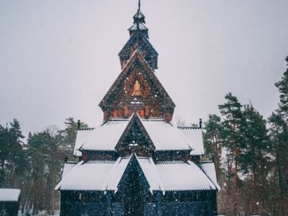 Tips for Celebrating Christmas While Travelling