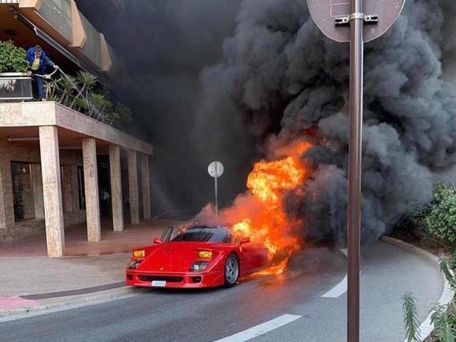 Oh, No! Ferrari F40 Devoured By Fire In Monaco, Man Tries To Extinguish It With Garden Hose