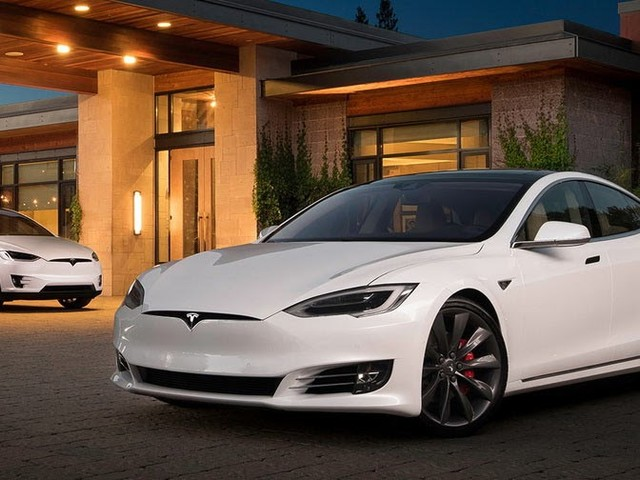 Tesla To Lose EV Race To Established Automakers?