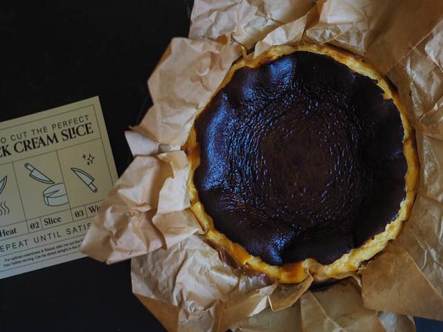 Black Cream Cakes Delivery