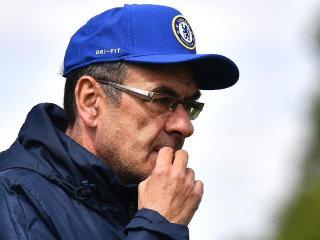 Frank Lampard looms as Chelsea boss Maurizio Sarri kept safe amid catch 22