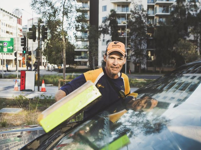 'Putrid': Simon's not happy about window washer ban on Northbourne