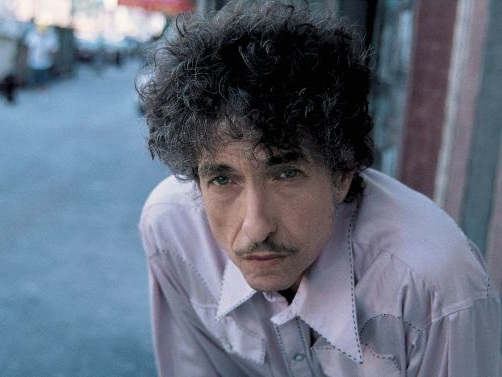 Bob Dylan Wants You To Stop Taking Photos Of Him On Stage
