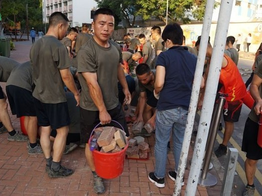Chinese soldiers don shorts and T-shirts to clean up Hong Kong's streets