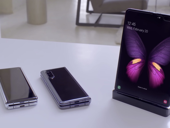 Samsung Galaxy Fold has a conspicuous crease, new video shows - CNET