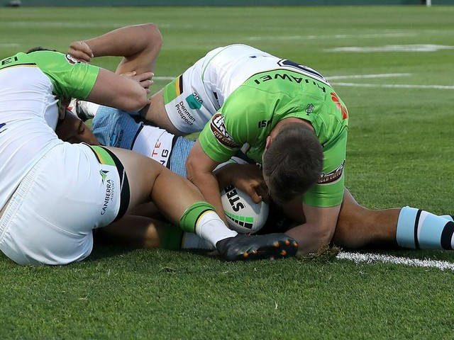 Raiders robbed? Bunker rules Sharks try despite 'no clear indication' of grounding