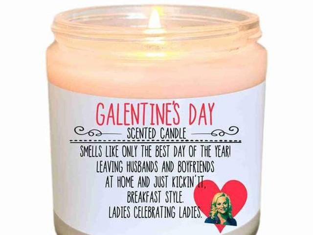 This Galentine's Day Candle Is Perfect For Those Who Put Ovaries Before Brovaries